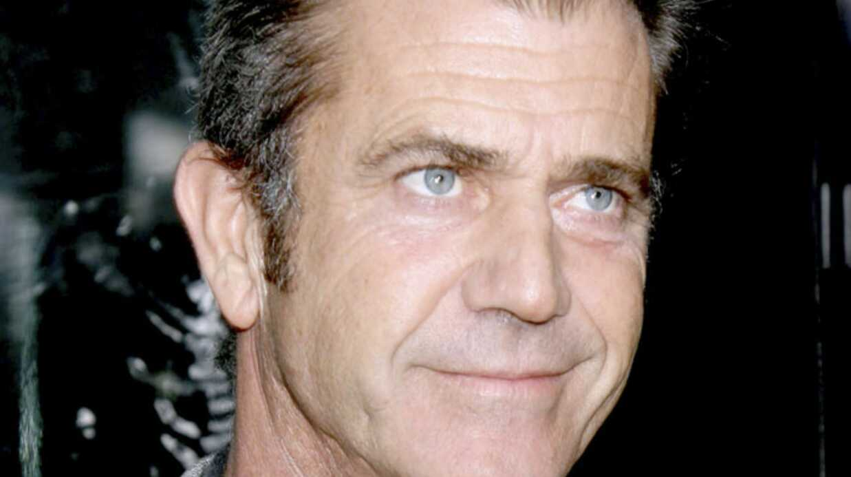 Mel Gibson agresse un faux fan