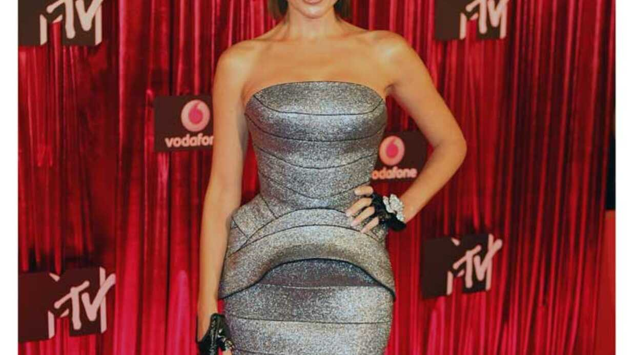 LOOK  Dannii Minogue refait surface aux MTV Awards de Sydney