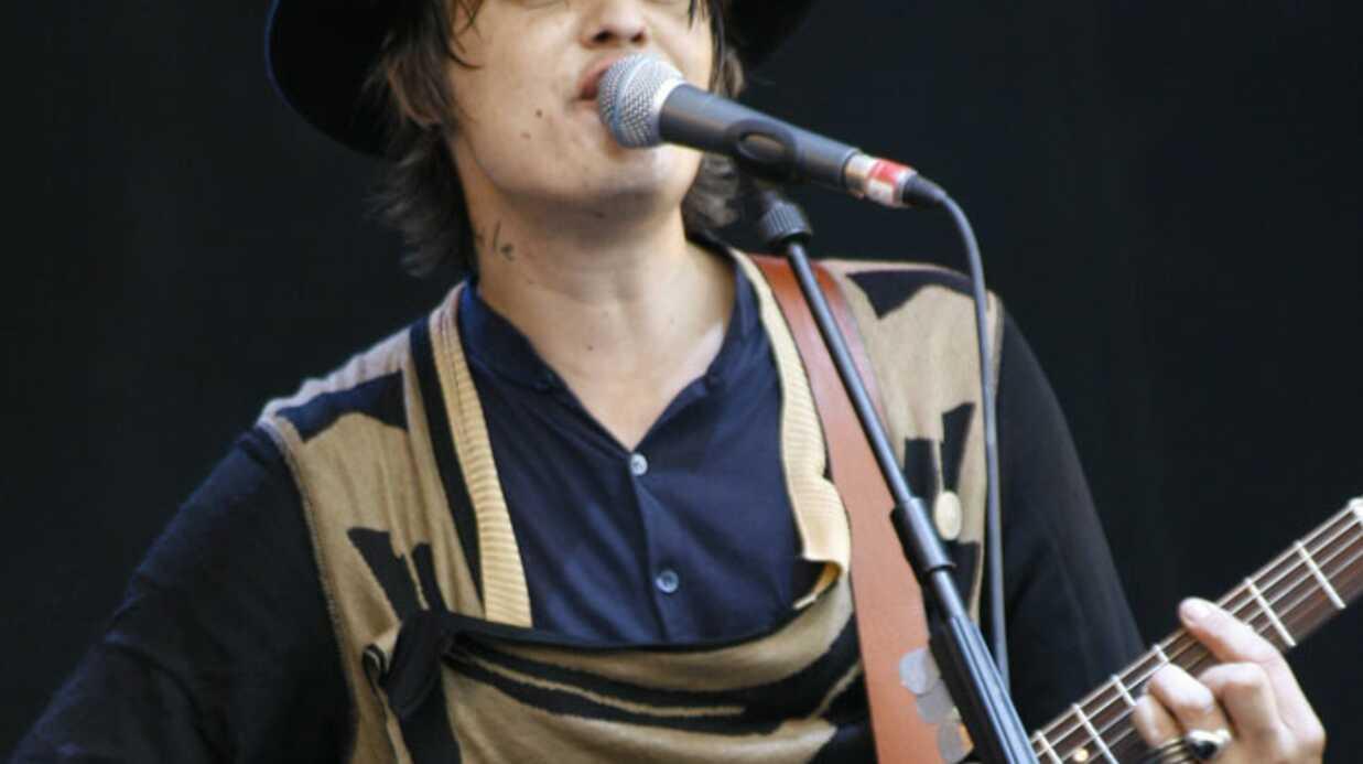 Pete Doherty chante l'hymne de l'Allemagne nazie