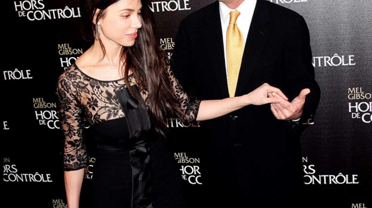Mel Gibson et Oksana amoureux et heureux à Paris