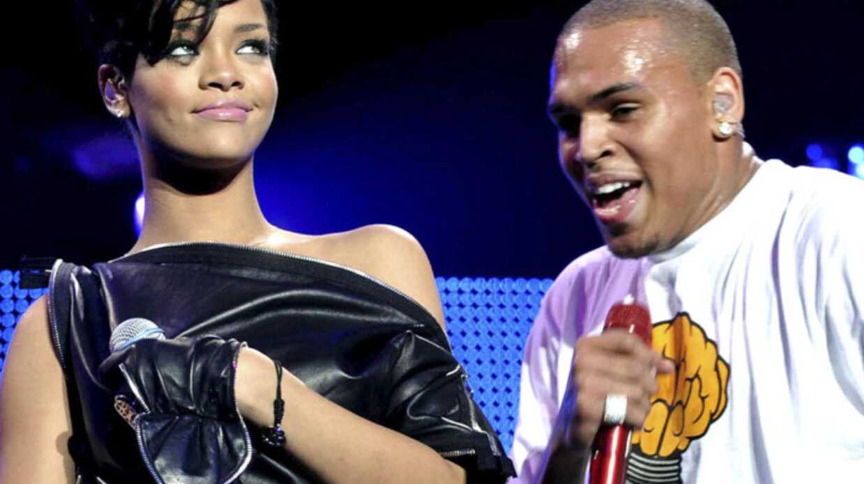 Péti­tion Rihanna : de plus en plus de fans contre Chris Brown