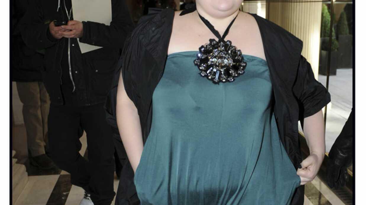 LOOK Beth Ditto en combi-pantalon pour Ungaro