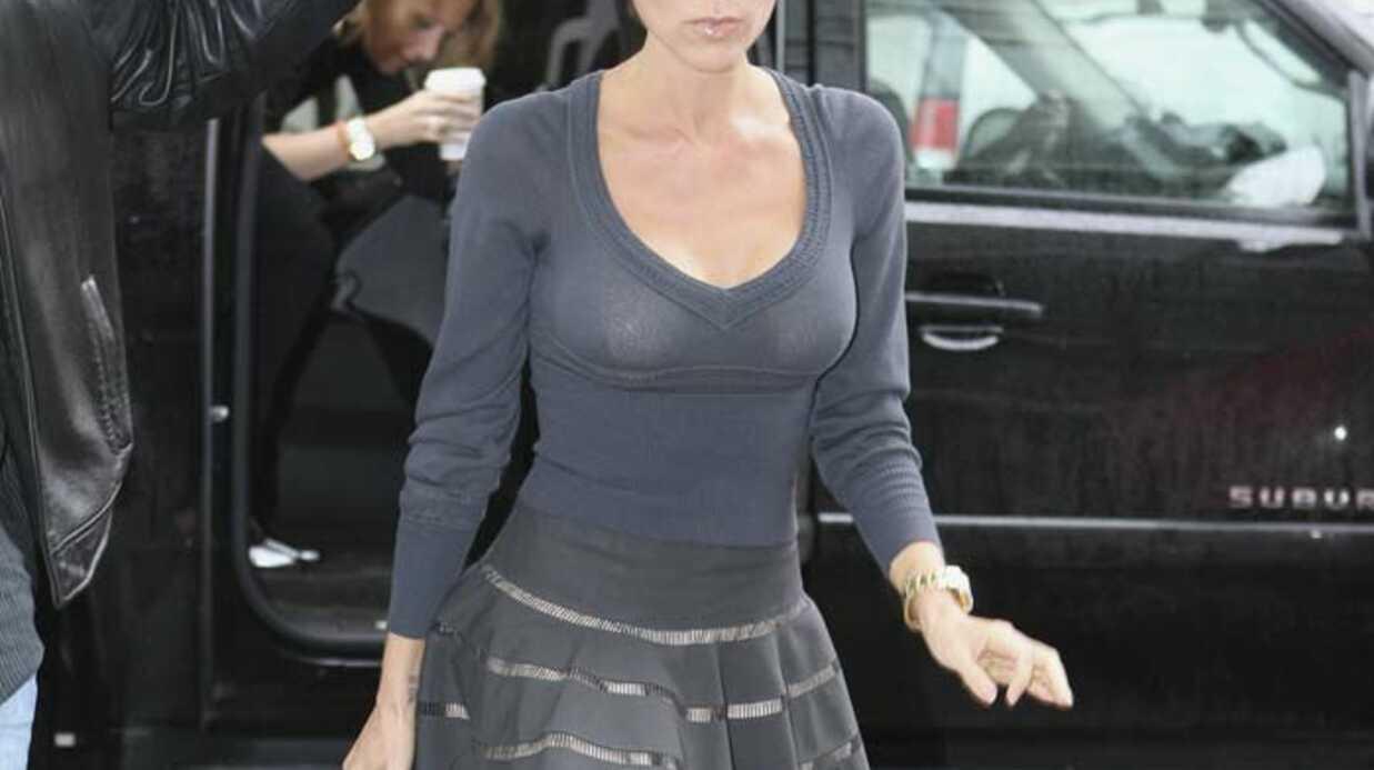 LOOK Victoria Beckham girly en gris
