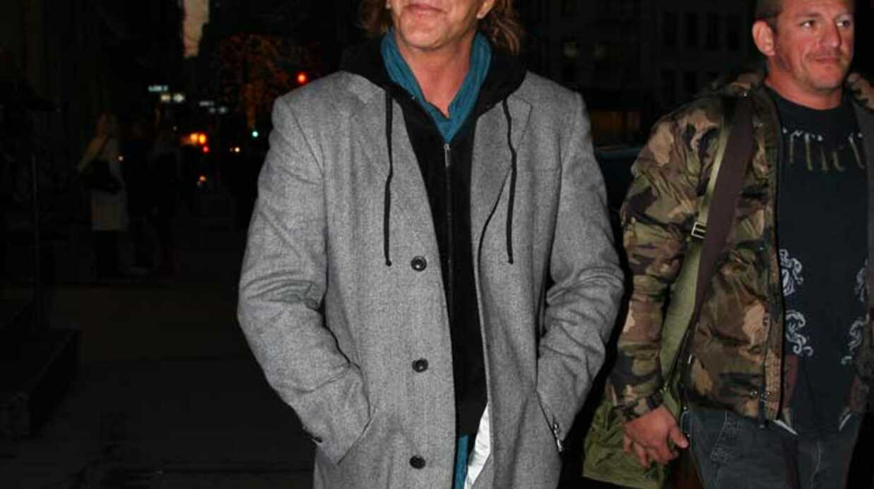 LOOK Mickey Rourke a un style abomi­nable