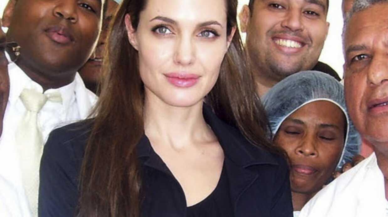 Angelina Jolie auprès d'enfants haïtiens blessés dans le séisme