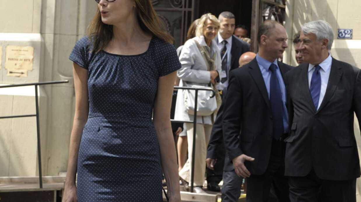 Carla Bruni-Sarkozy en solo au G8
