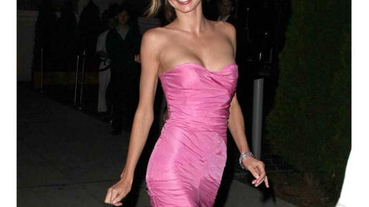 LOOK Miranda Kerr sublime et girlie en rose
