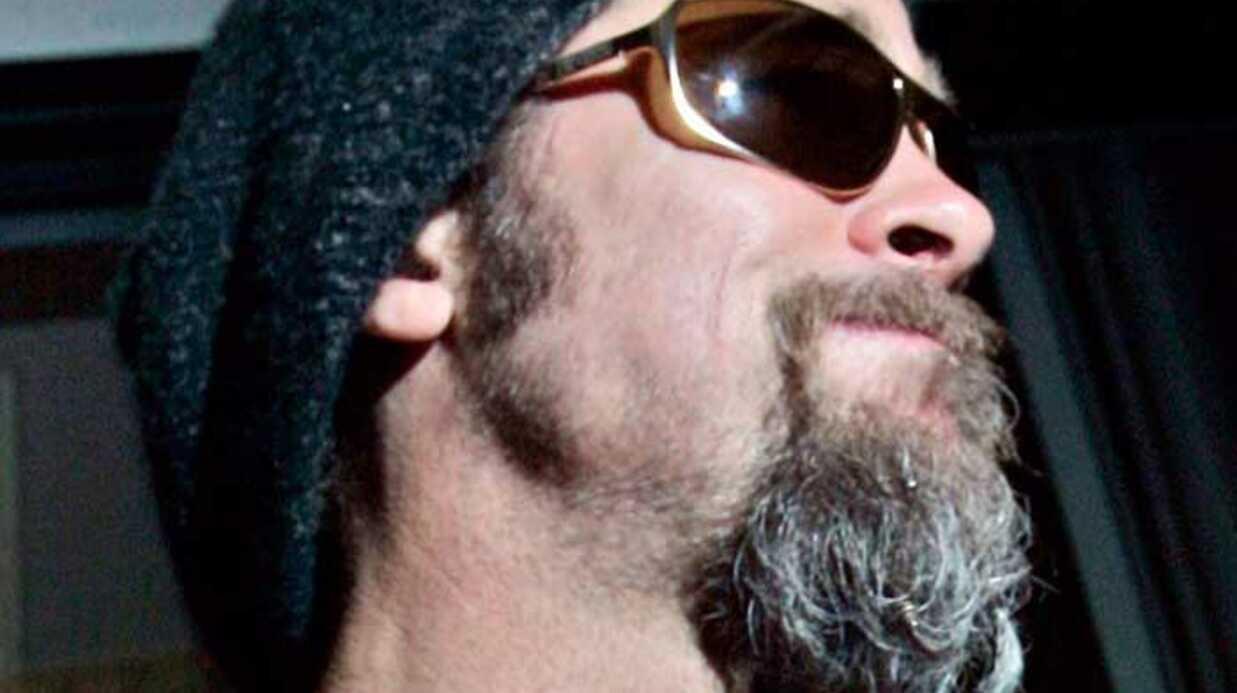 LOOK Brad Pitt: moche avec sa barbe de vieux campeur