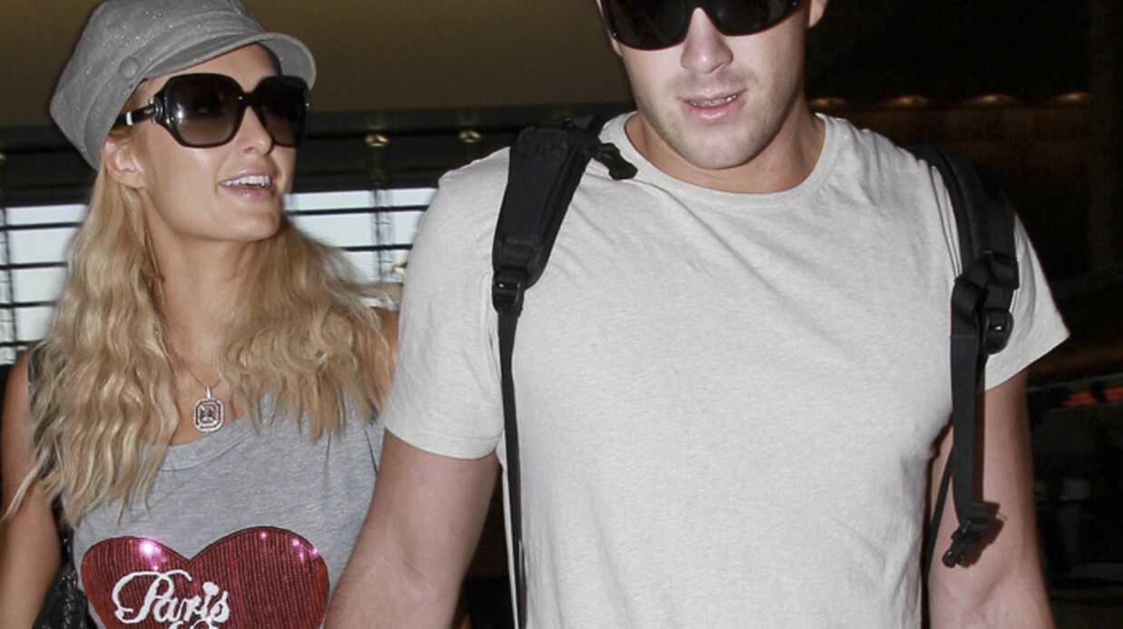 Paris Hilton et Doug dînent dans des cafétarias