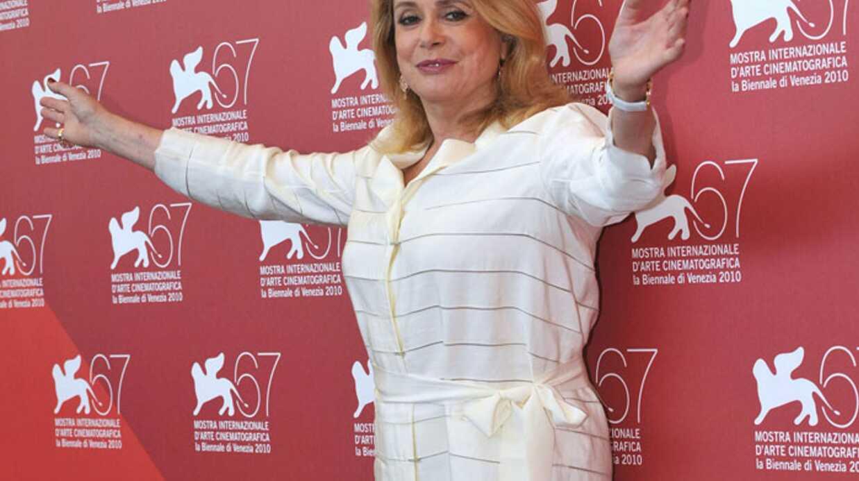 Catherine Deneuve se défend d'avoir critiqué Carla Bruni