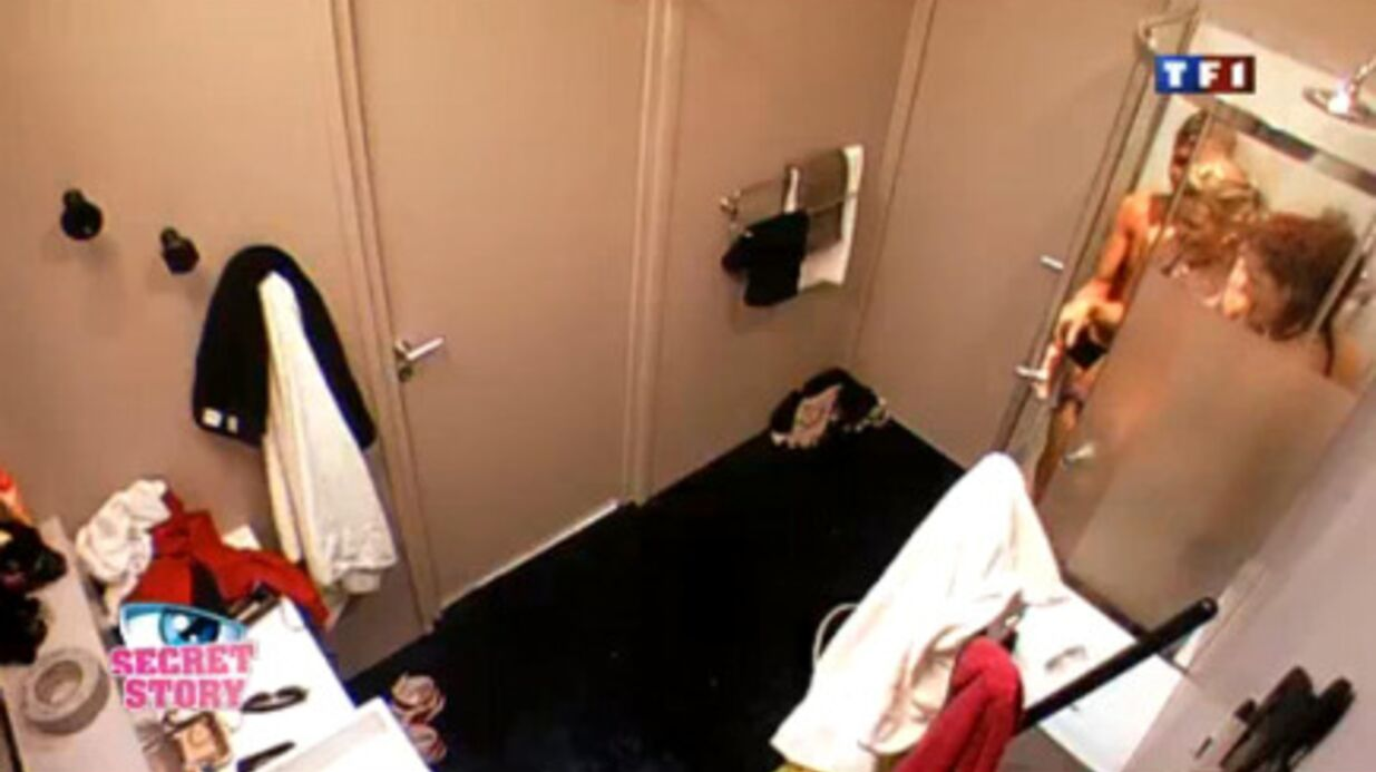 Secret Story 4: Amélie, Benoit et Anne-Krystel se partagent une douche