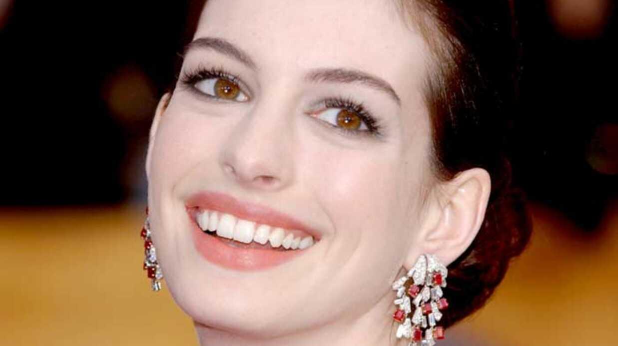 Anne Hathaway Sexy en diable!