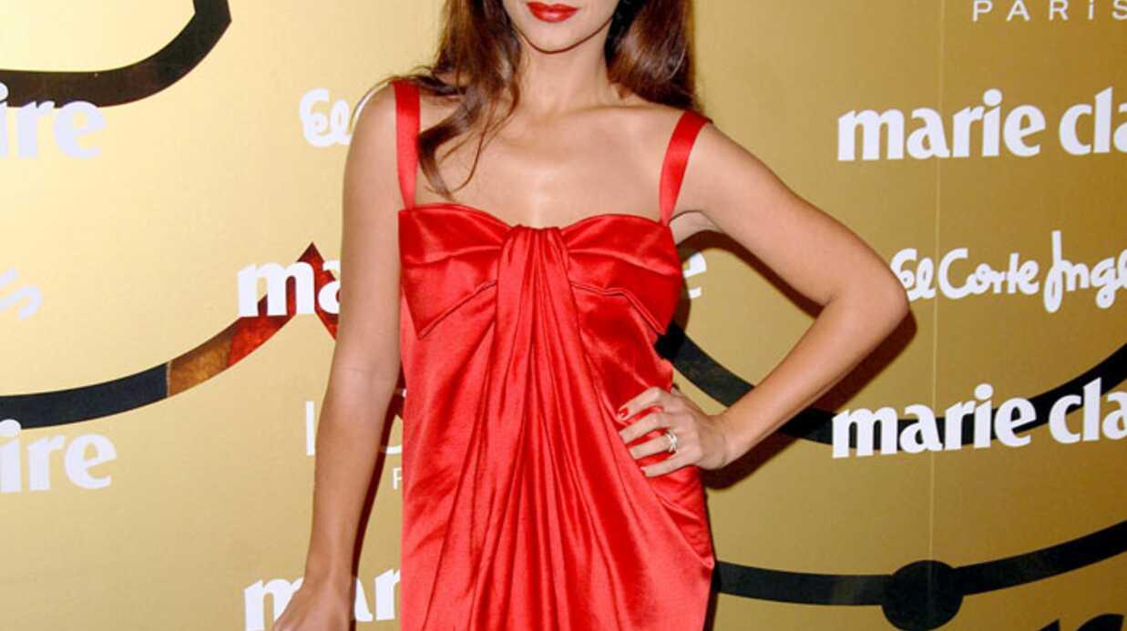 Monica Cruz est très sexy en rouge
