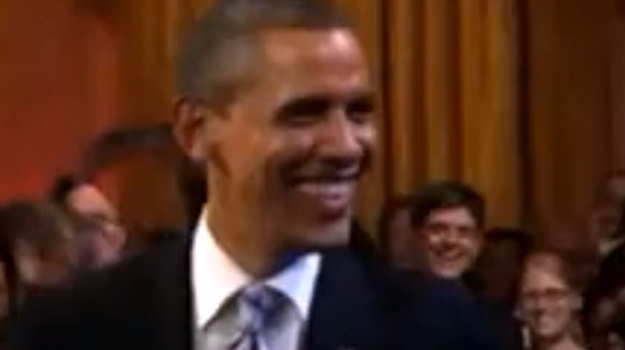 VIDEO Barack Obama prend le micro pour chanter le blues