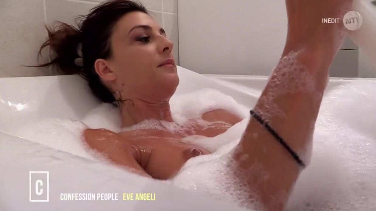 VIDEO Eve Angeli se filme entiè­re­ment nue dans Confes­sions Intimes
