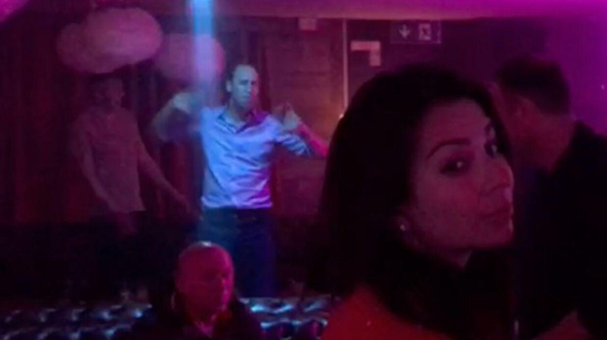 VIDEO Le prince William s'ambiance tout seul dans un club en Suisse et c'est très drôle