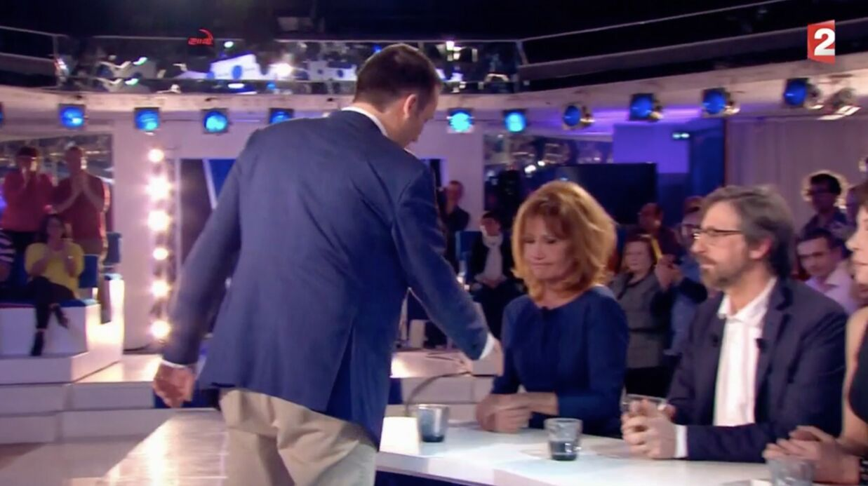 VIDEO Clémentine Célarié refuse de serrer la main de Florian Philippot dans On n'est pas couché