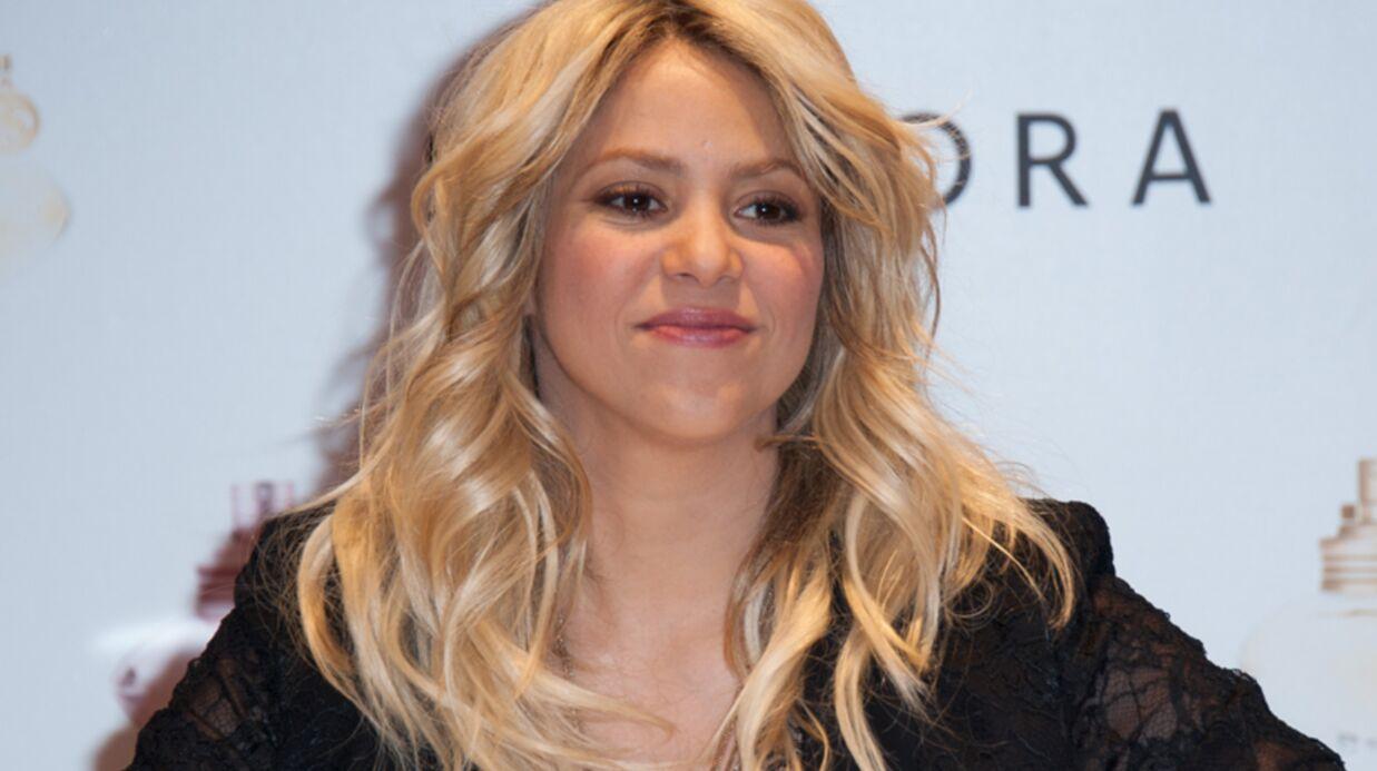 VIDEO Shakira sur les Champs-Elysées pour le lancement de son parfum