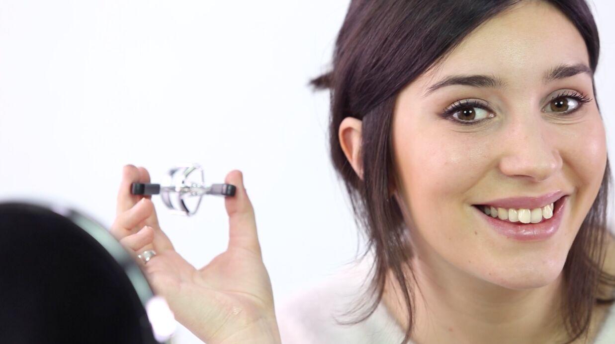 VIDEO Beauté: un trait d'eye-liner parfait grâce au recourbe-cils