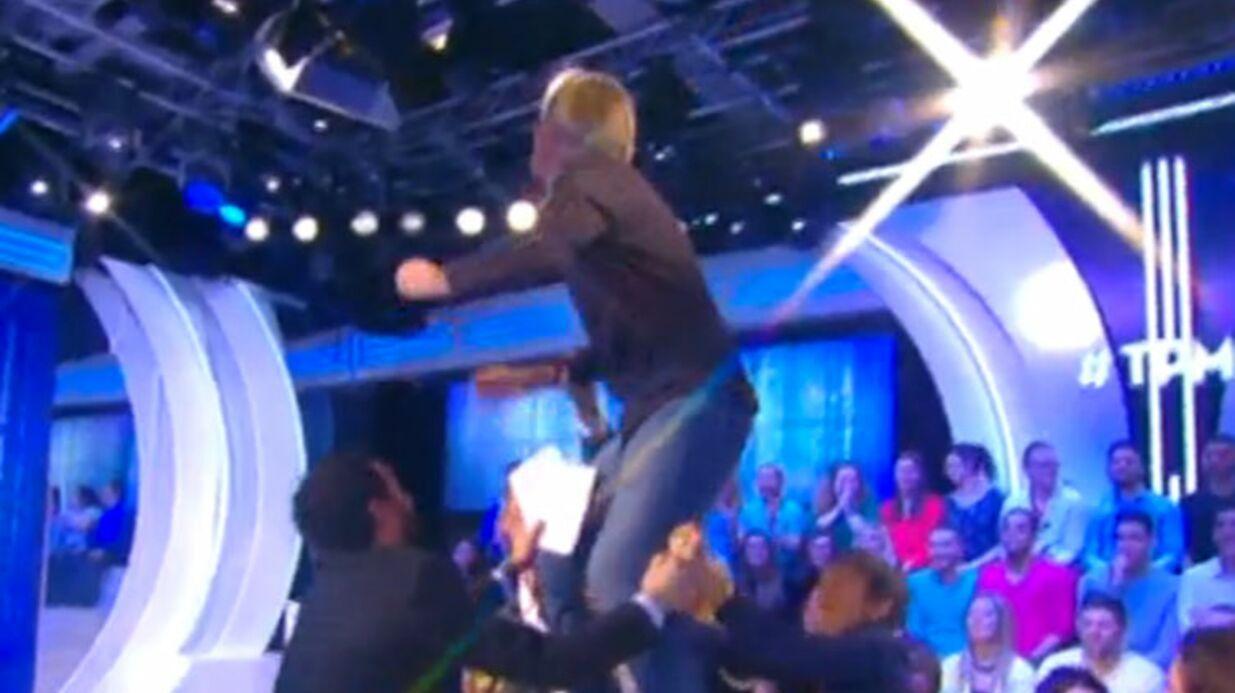 VIDEO Cyril Hanouna n'arrive pas à calmer Gilles Verdez, terrifié par un moustique tigre