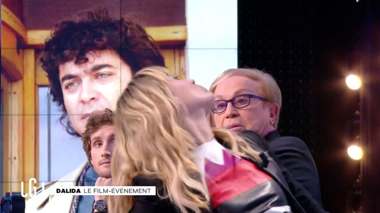 VIDEO Sveva Alviti: l'actrice du film Dalida victime d'un malaise impressionnant dans le Grand Journal