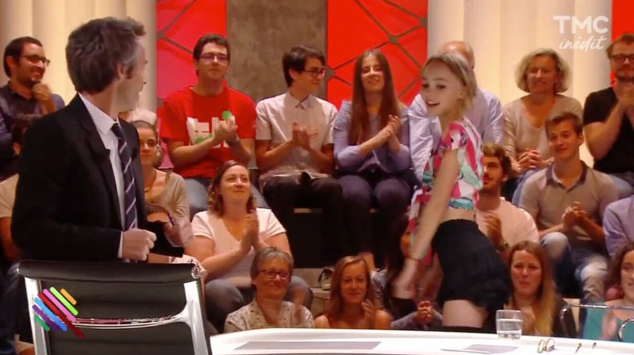 VIDEO Yann Barthès, très gêné, tente un twerk avec Lily-Rose Depp