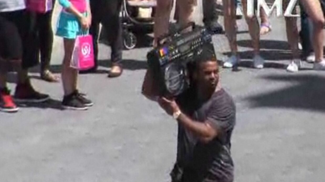 VIDEO Carl­ton du Prince de Bel Air fait un flash mob avec la « Carl­ton dance »
