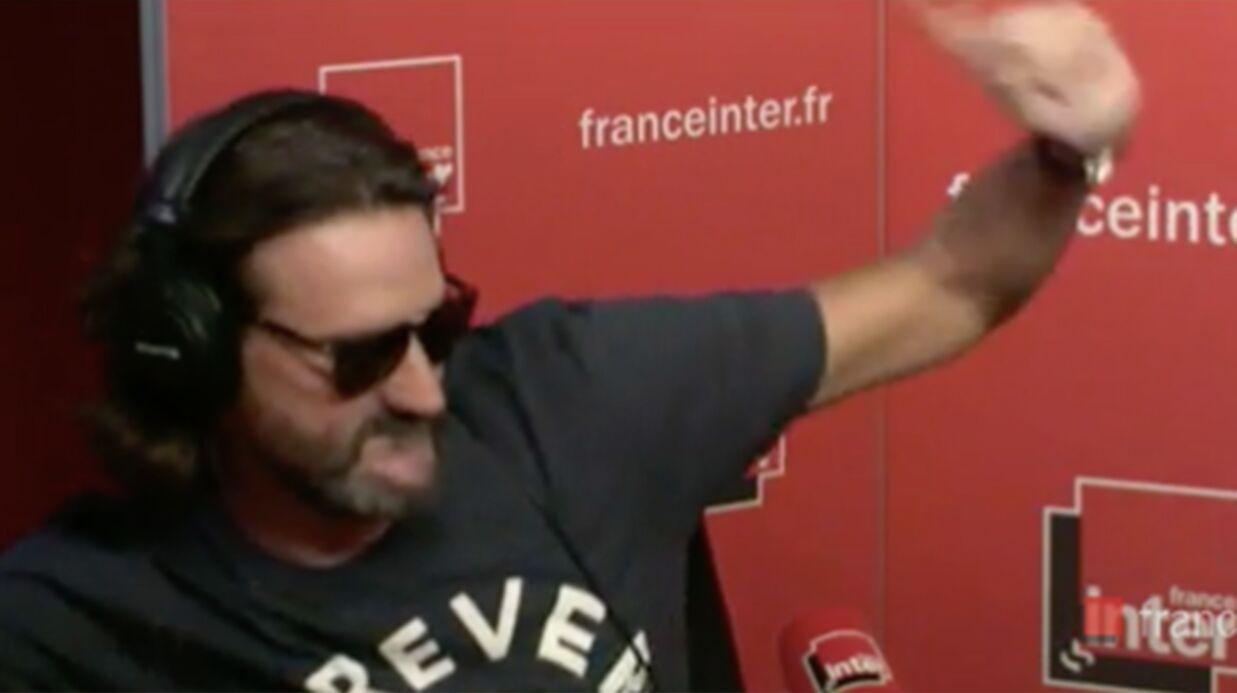 VIDEO Frédéric Beigbeder arrive complètement ivre pour sa première chronique sur France Inter
