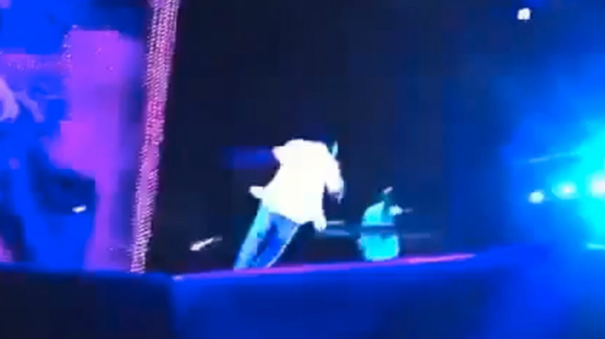 VIDEO Kanye West s'étale en plein concert
