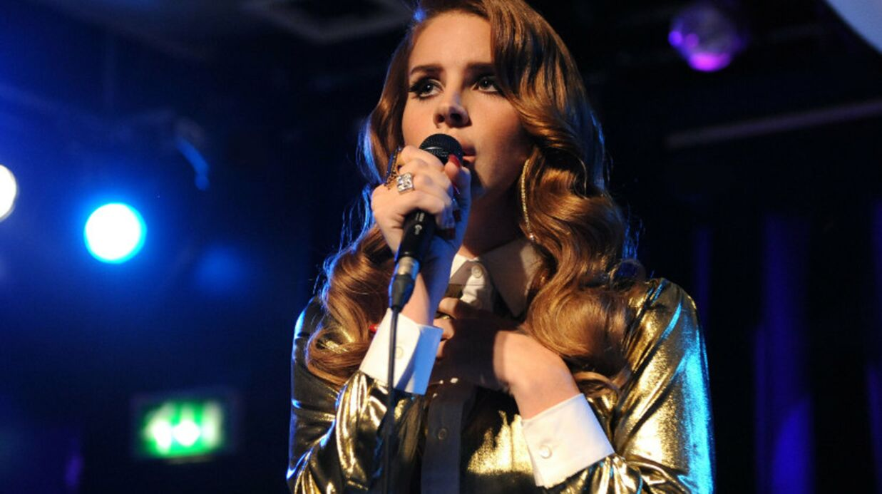 VIDEO Lana Del Rey rate son show au Saturday Night Live