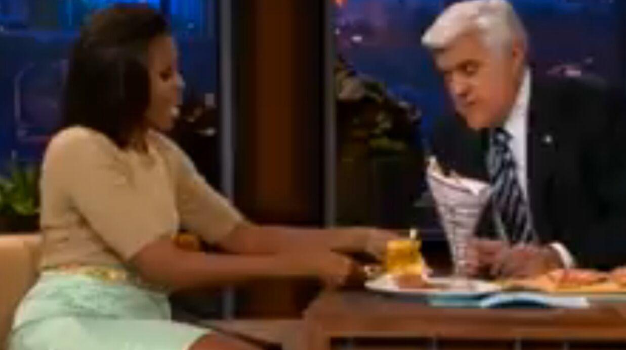 Michelle Obama fait des pompes sur un plateau télé