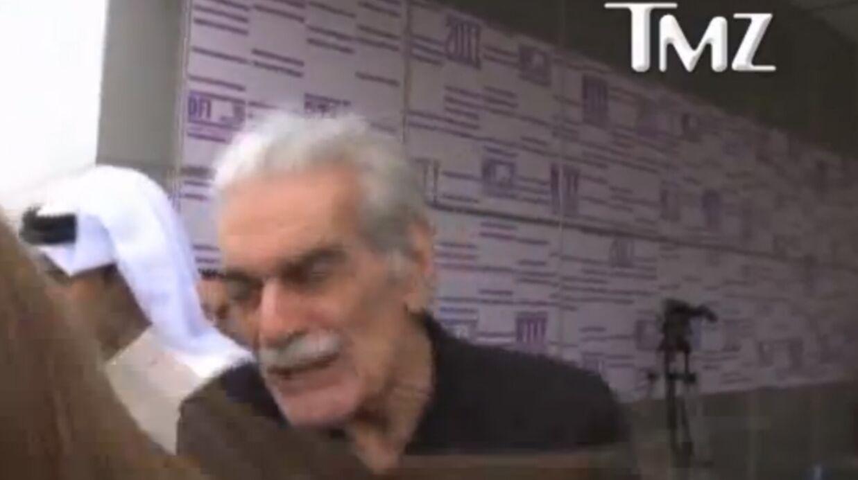 VIDEO Omar Sharif pète un plomb gifle une fan