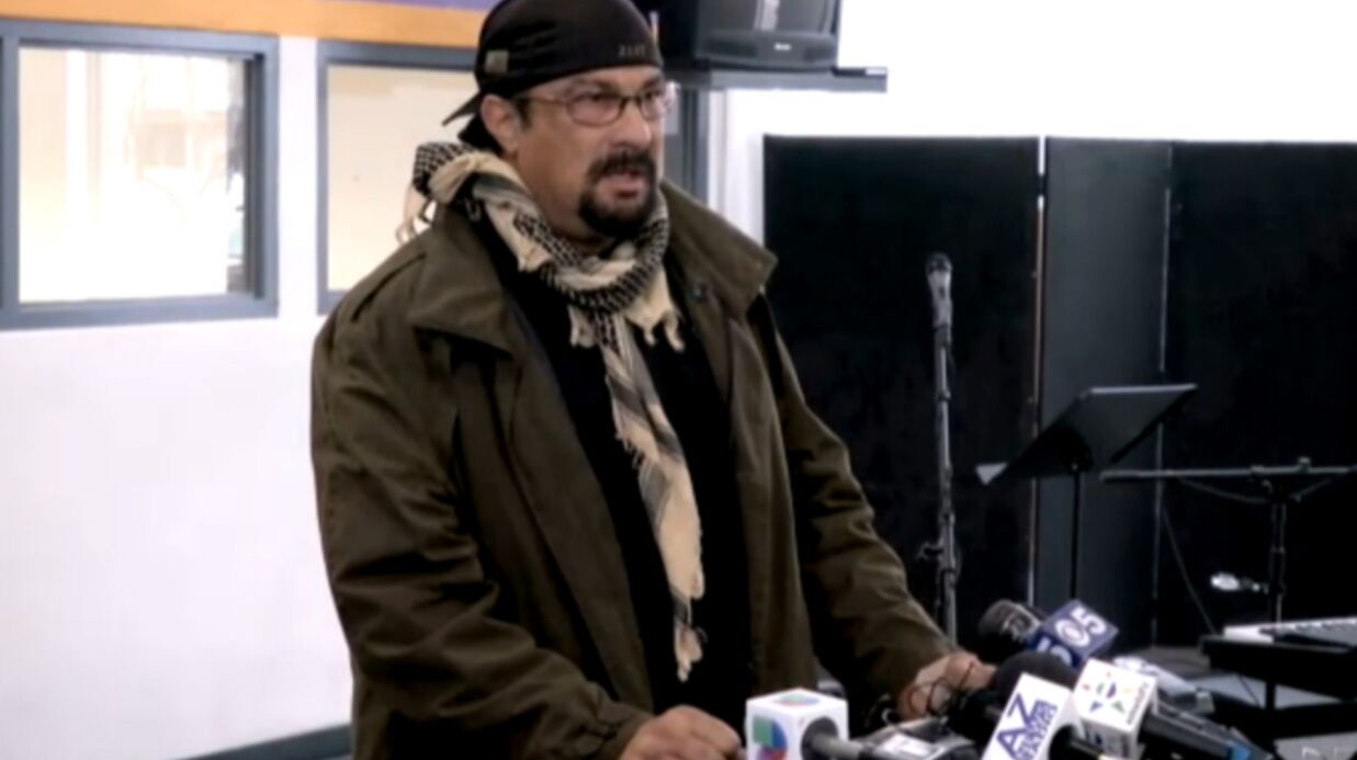 VIDEO Steven Seagal forme une milice en Arizona
