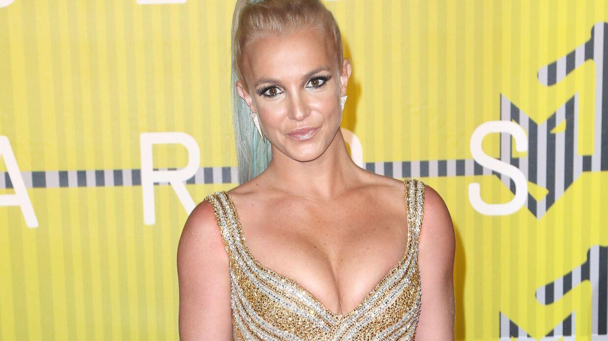 VIDEO Britney Spears commence l'année coincée dans un arbre