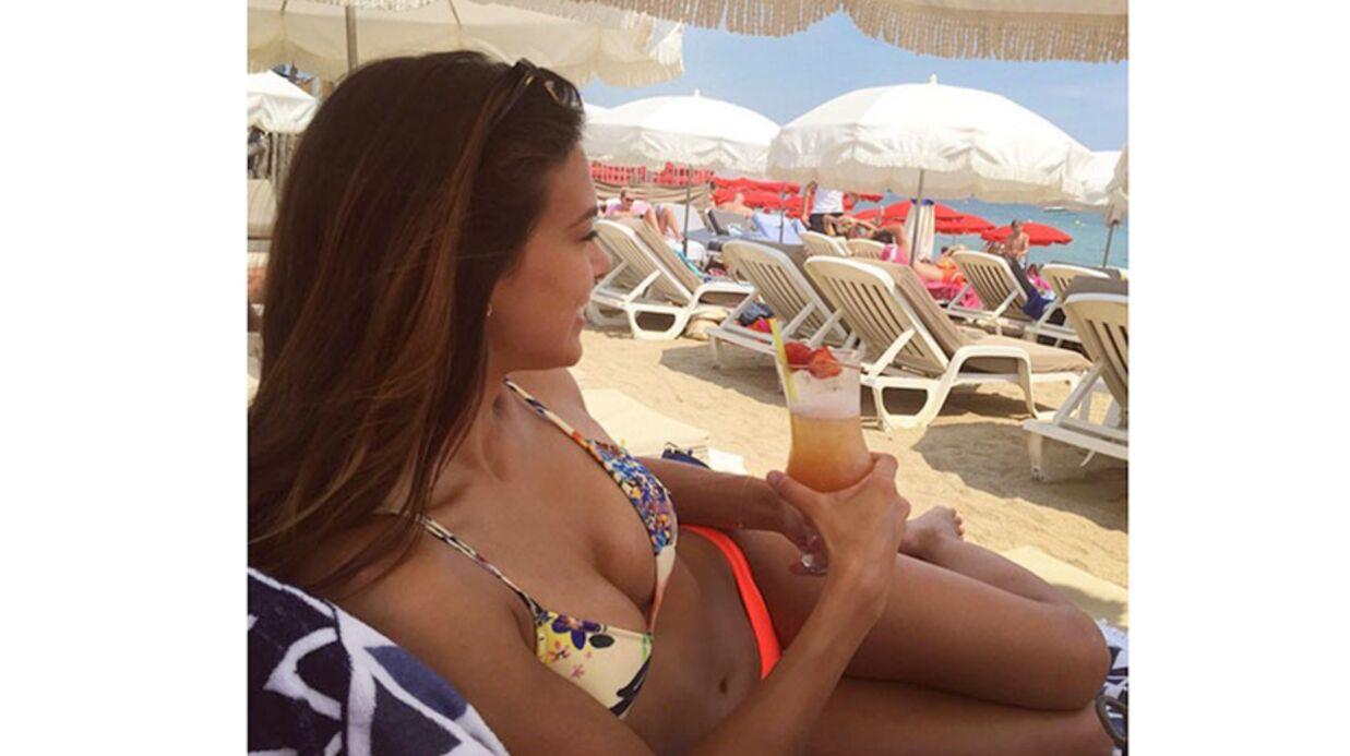 PHOTOS Marine Lorphelin: décolleté ravageur, bikini et cocktail, c'est détente à la plage