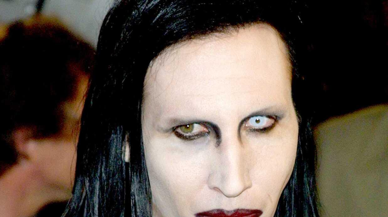 Marilyn Manson aspergé d'eau bénite en Russie par des religieux en colère
