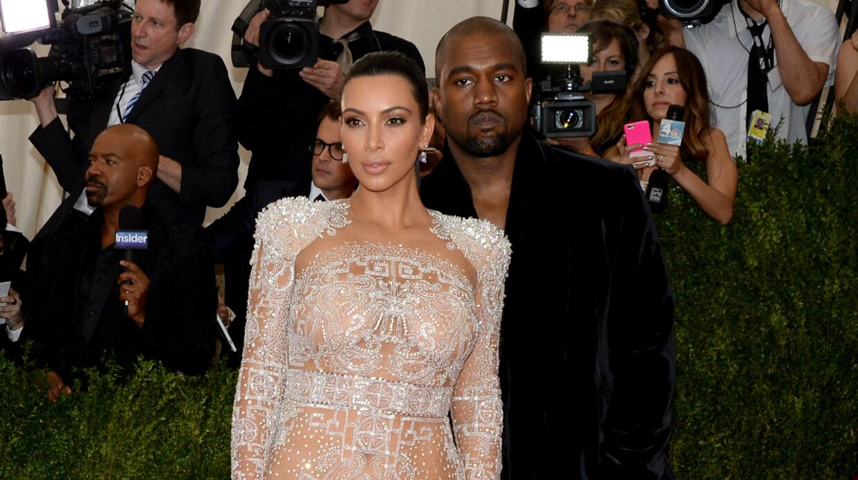 kim karda shian en solo au met gala pourquoi kanye west ne l 39 accom pagne pas voici. Black Bedroom Furniture Sets. Home Design Ideas