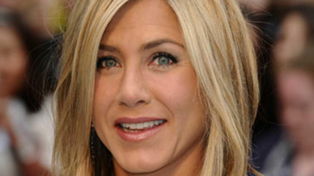 Jennifer Aniston met un vent à Brad Pitt