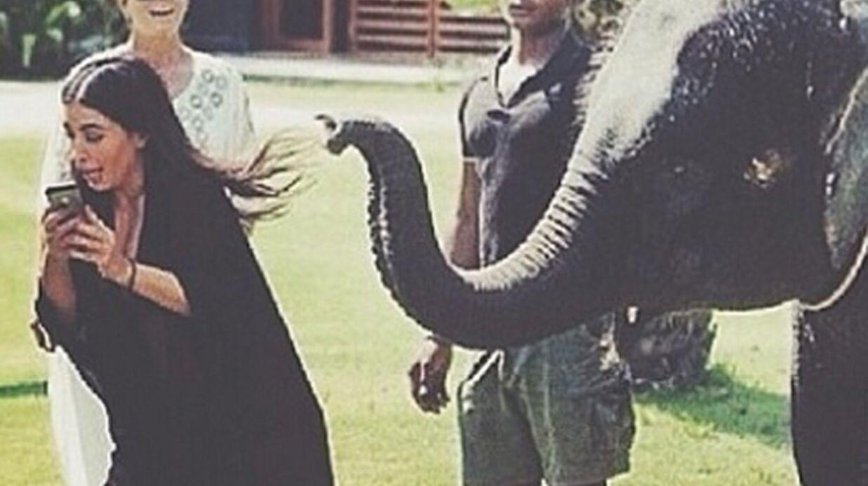 PHOTO En plein selfie, Kim Kardashian est effrayée par un éléphant