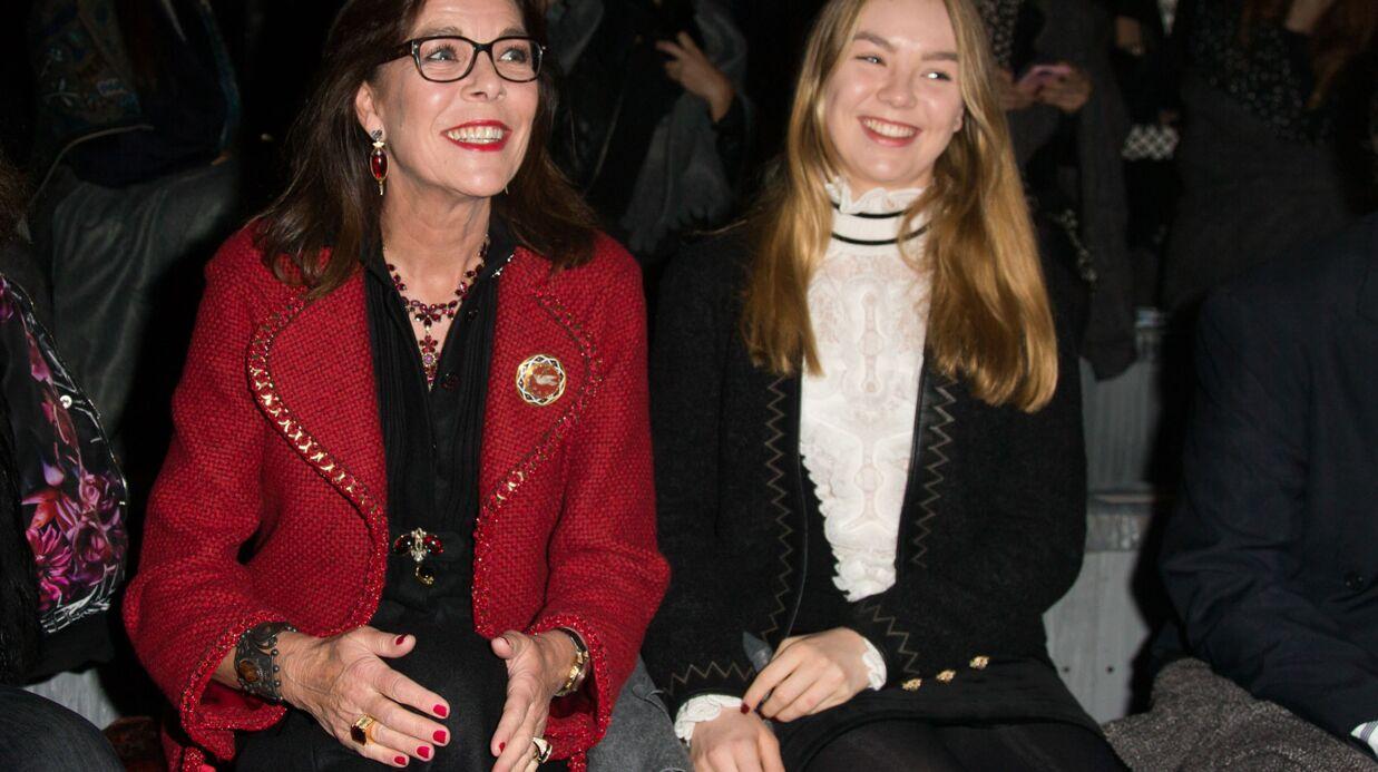 PHOTOS Caroline de Monaco et sa fille Alexandra complices au défilé Chanel Métiers d'Art
