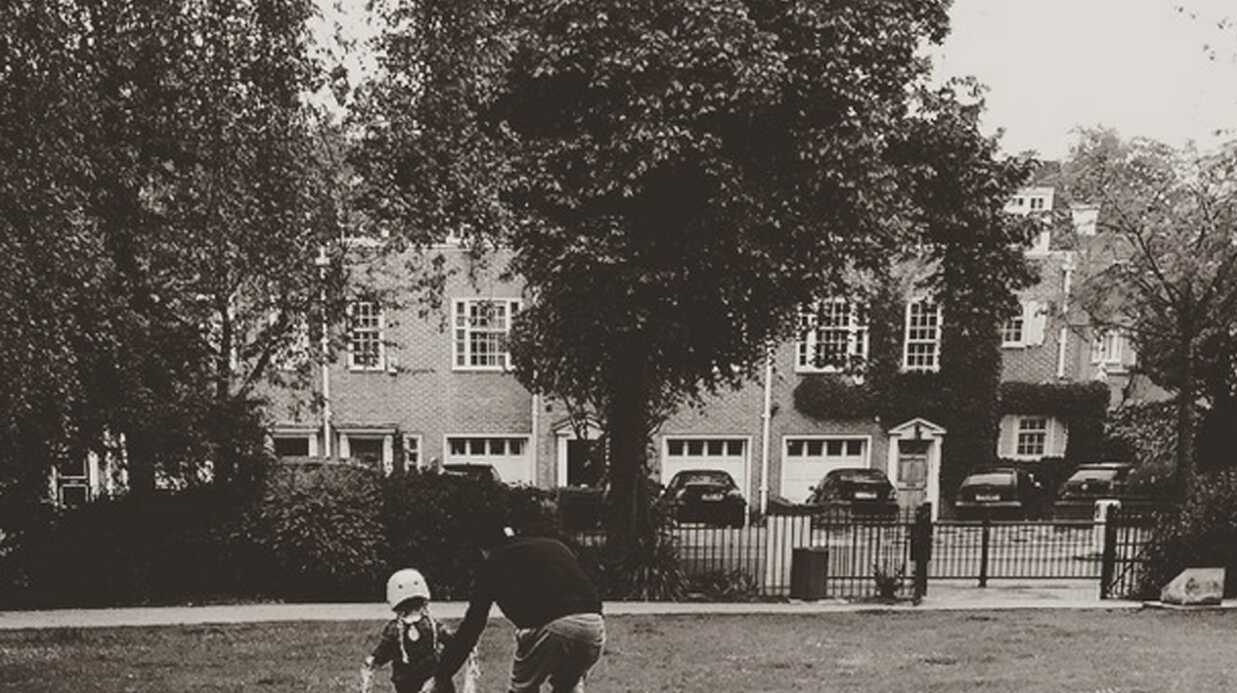PHOTO On adore: David Beckham apprend à sa fille à faire du vélo comme une grande