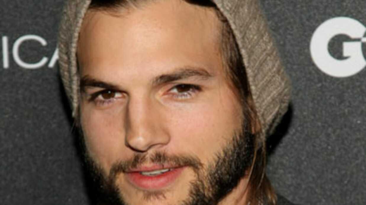 Ashton Kutcher fait référence à son adultère dans sa série
