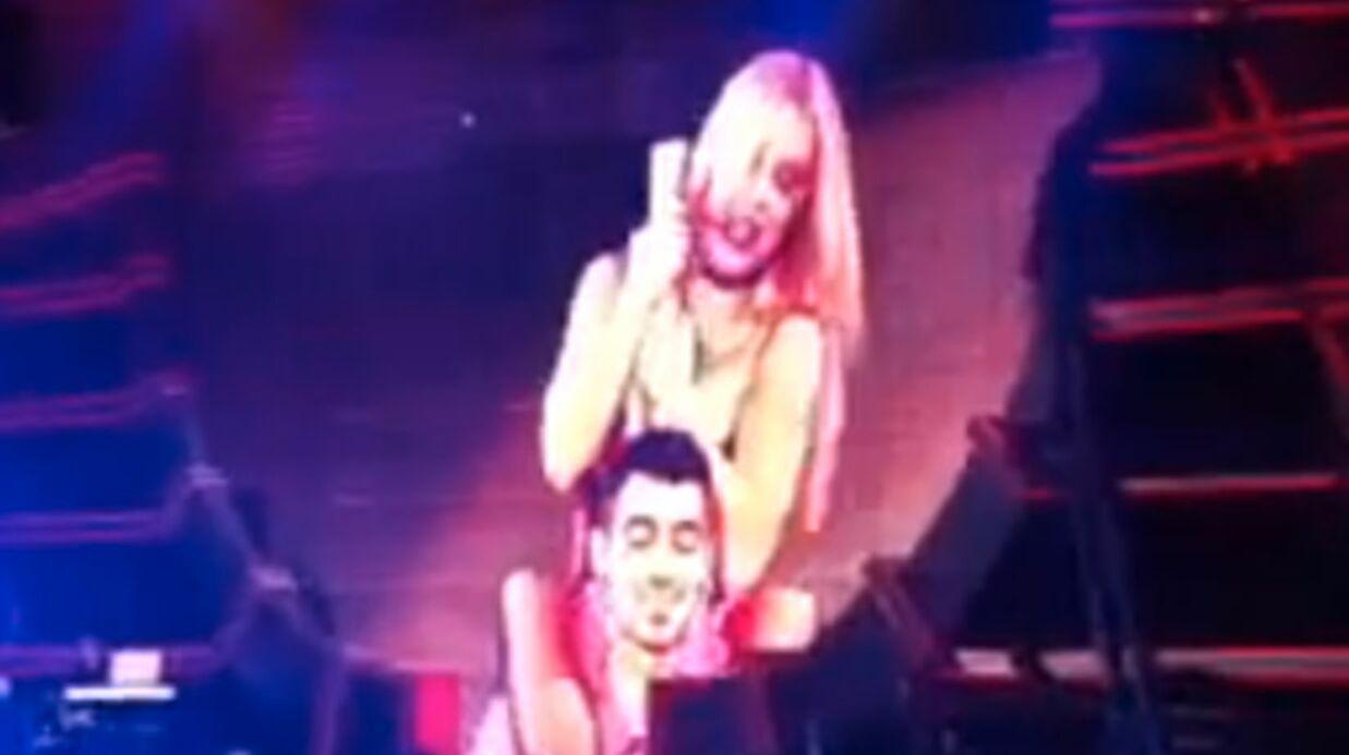 Britney Spears offre un lap dance ultra hot à Joe Jonas