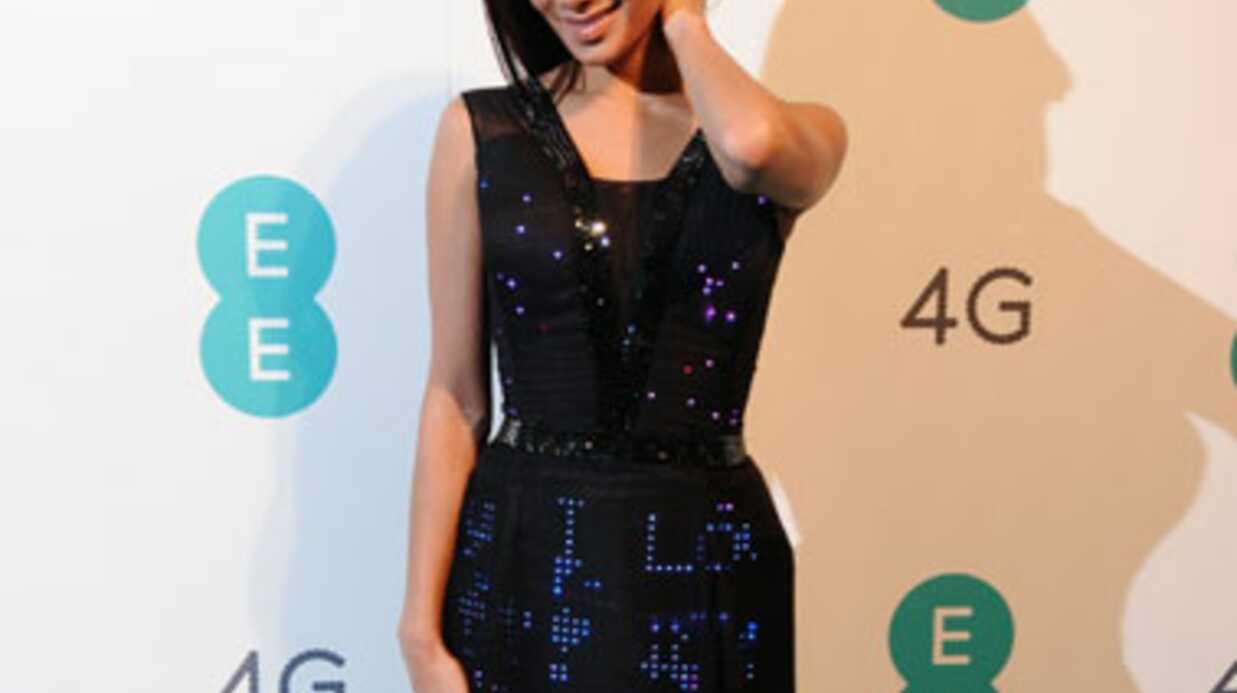 VIDEO Nicole Sherzinger a essayé la première robe Twitter