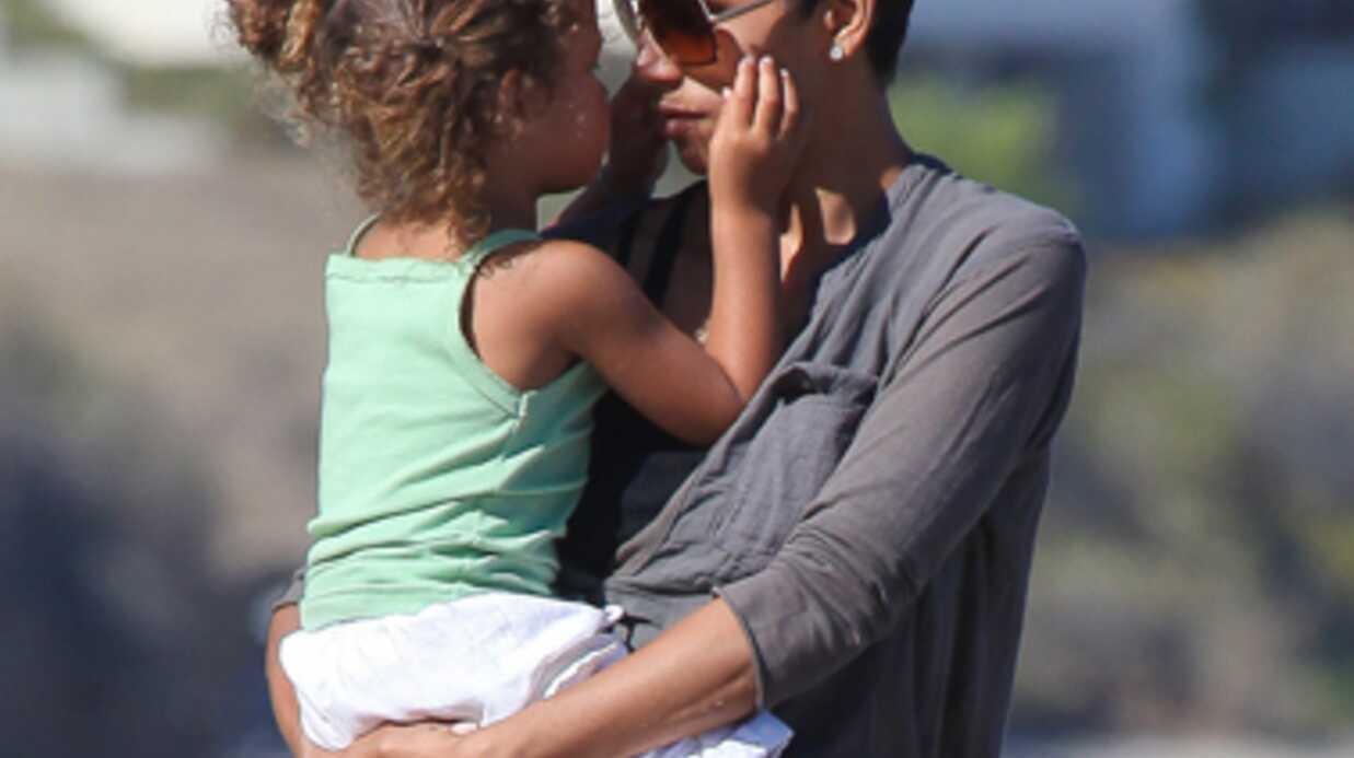 DIAPO Halle Berry à la plage avec sa fille