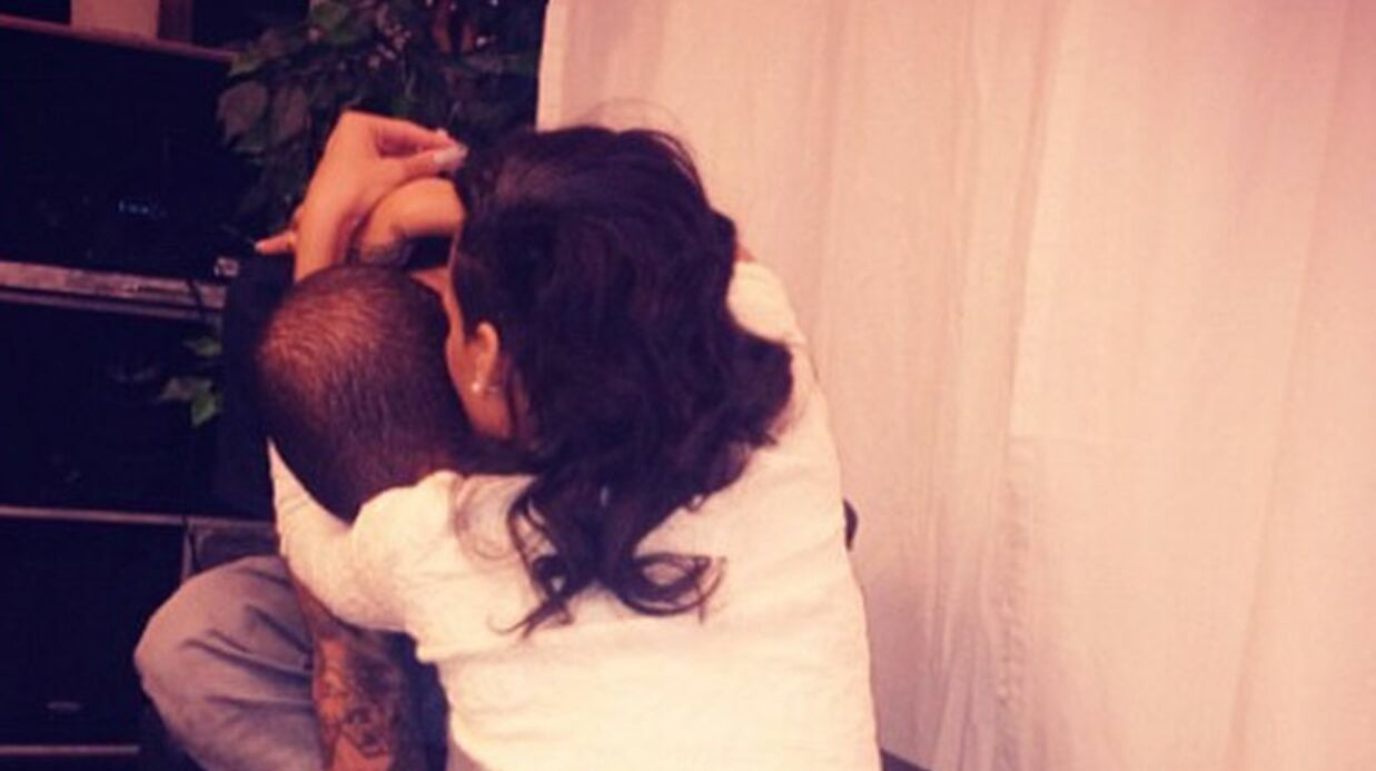 PHOTO Chris Brown offi­cia­lise à son tour sa rela­tion avec Rihanna