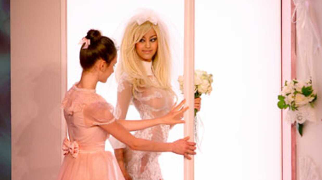 PHOTOS Zahia présente sa lingerie, les people accourent
