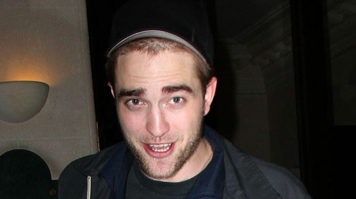 Robert Pattinson sur les traces de Saddam Hussein