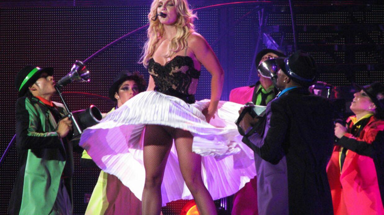 VIDEO Britney Spears offre un lap dance à son mec sur scène