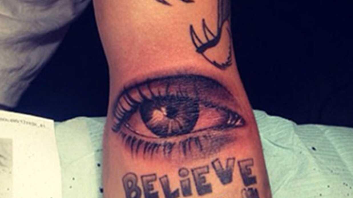 Après le hibou, Justin Bieber se fait tatouer une rose
